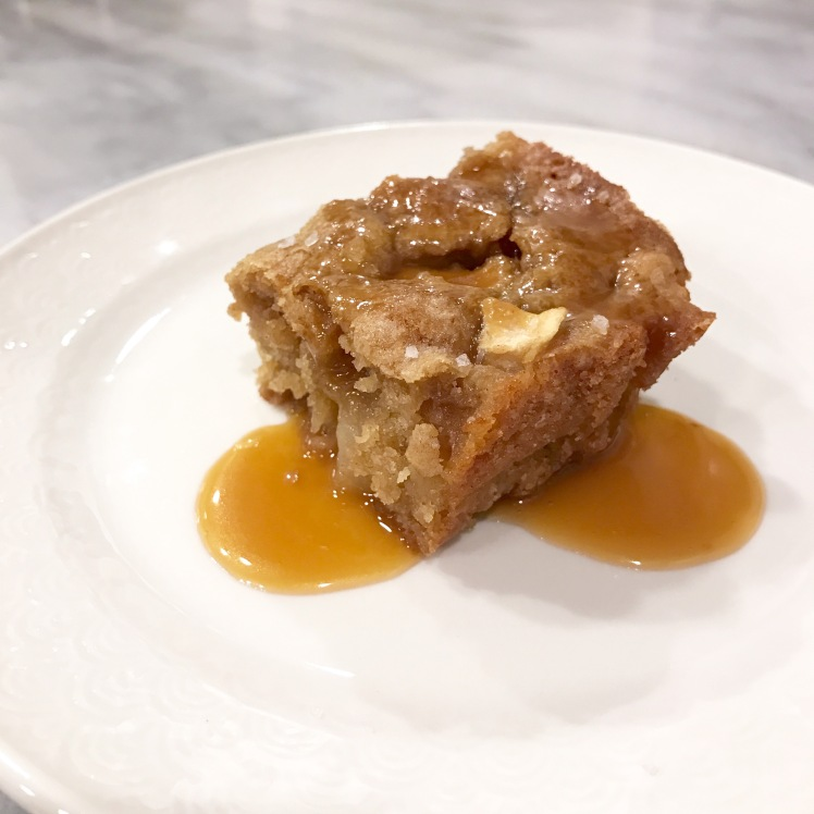 salted caramel apple blondie