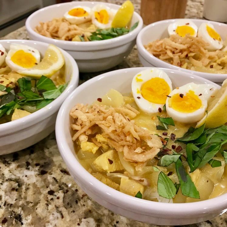 Burmese Coconut & Chicken Noodle Soup (Ohno Kawkswe)